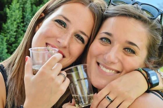 Rossana e Alessandra,  amichesorelle a una festa